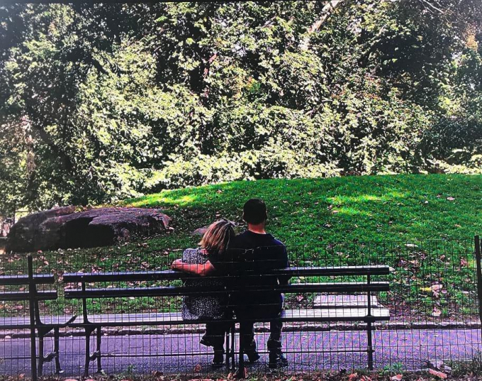 Phil Rosenthal and his wife in a romantic pose on a Central Park bench.