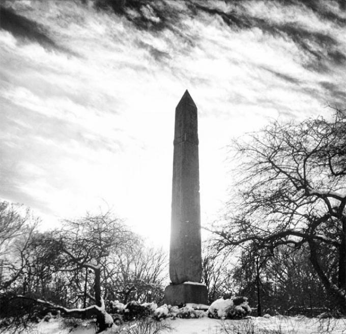 A wintry Obelisk