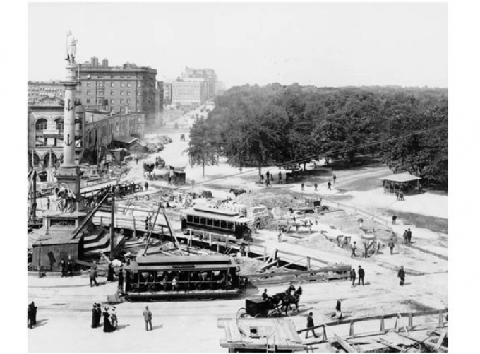 Streetcars and horses in Columbus Circle 1901