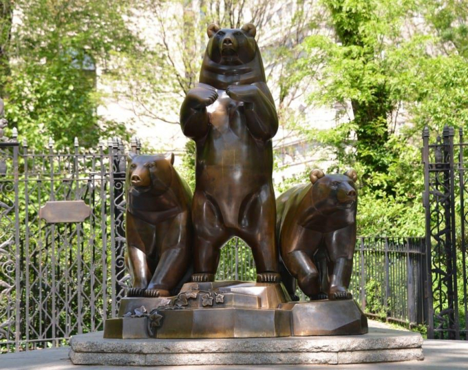 """""""Group of Bears"""" statue by Paul Manship"""